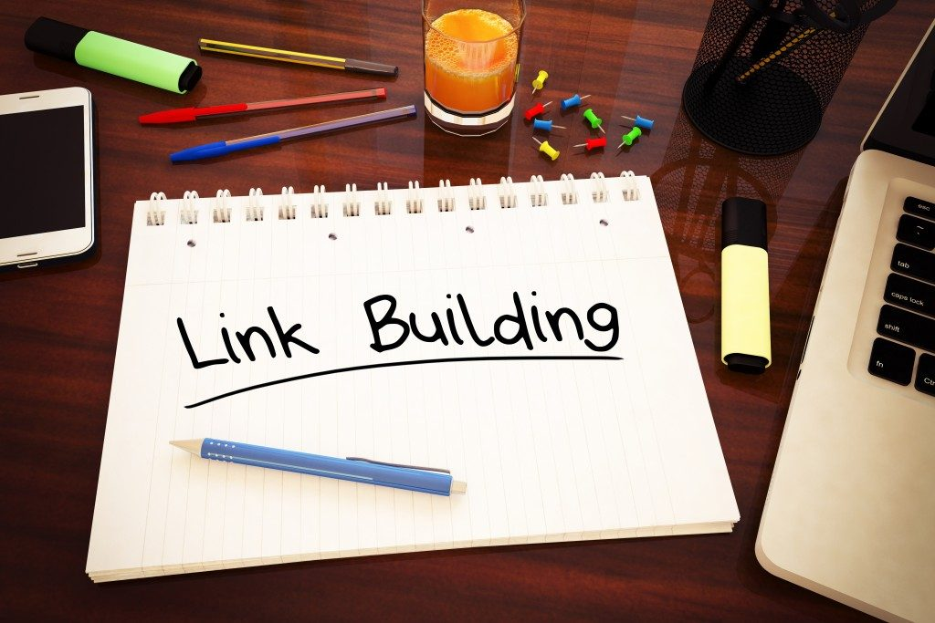 link building text on a notebook