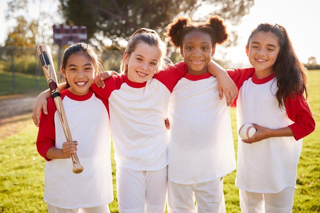 young girls softball team